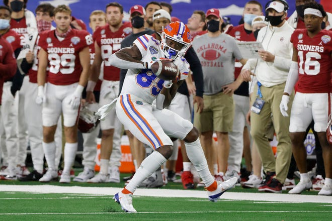 Florida wide receiver Justin Shorter (89) catches a pass Wednesday in the first quarter of the Cotton Bowl against Oklahoma in Arlington, Texas.