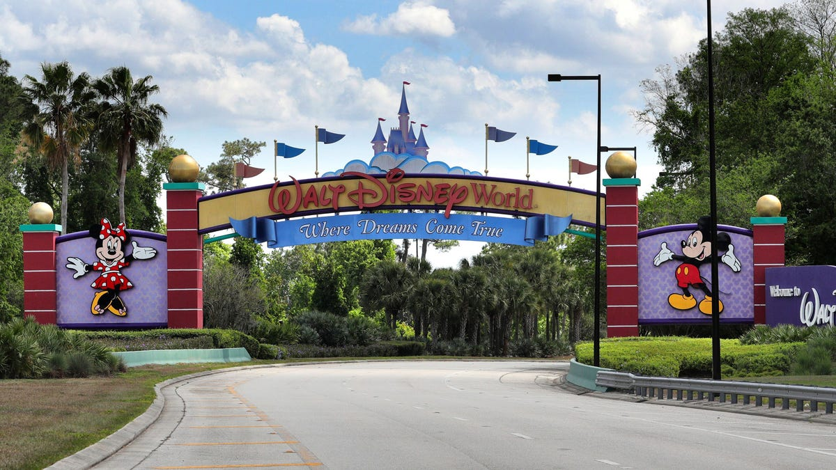 How will Orlando, the theme park capital of the world, recover from 2020? 1