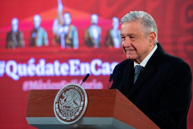 Fotografía cedida por la presidencia de México, del mandatario mexicano, Andrés Manuel López Obrador, durante una rueda de prensa matutina este jueves, en Palacio Nacional de Ciudad de México.
