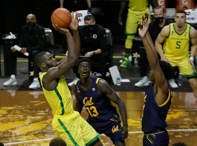 Oregon's Eugene Omoruyi, left, shoots for two of his team-high 26 points during the second half against California.