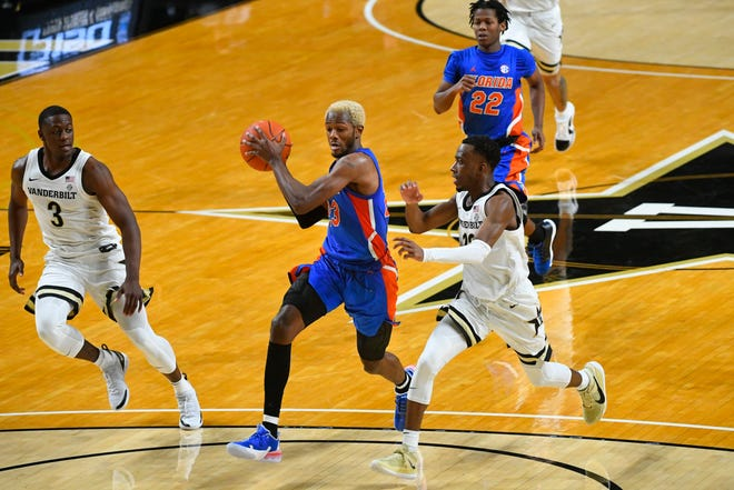 Florida guard Scottie Lewis goes to the basket as Vanderbilt guard Maxwell Evans (3) and guard Trey Thomas, right, defend Wednesday in Nashville, Tenn.