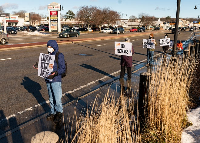 Members of the climate advocacy group 350 Central Mass. stand out Saturday at the White City Shopping Center in Shrewsbury to protest state lawmakers' failure to agree on a climate bill.