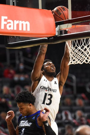 UC's Tari Eason, shown in a game earlier this season, hit two clutch free throws down the stretch in the Bearcats' 76-69 victory at SMU Thursday night.