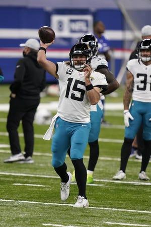 Jaguars quarterback Gardner Minshew II (15) throws a warmup pass before Sunday's game in Indianapolis.