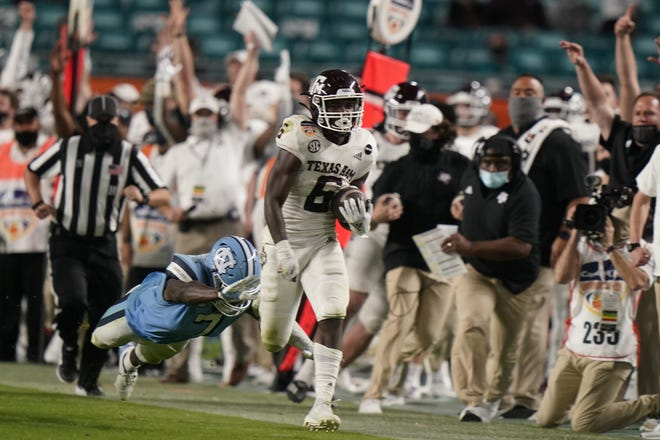 Texas A&M running back Devon Achane (6) runs for a 76-yard touchdown during the fourth quarter of Saturday's Orange Bowl victory over North Carolina at Hard Rock Stadium. (AP Photo/Lynne Sladky)