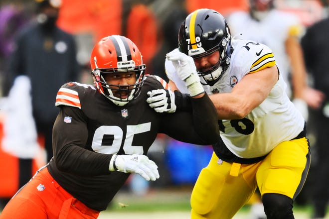 Browns defensive end Myles Garrett (95) runs a route around Steelers offensive tackle Alejandro Villanueva during the first half, Sunday, Jan. 3, 2021, in Cleveland. [David Richard/Associated Press]