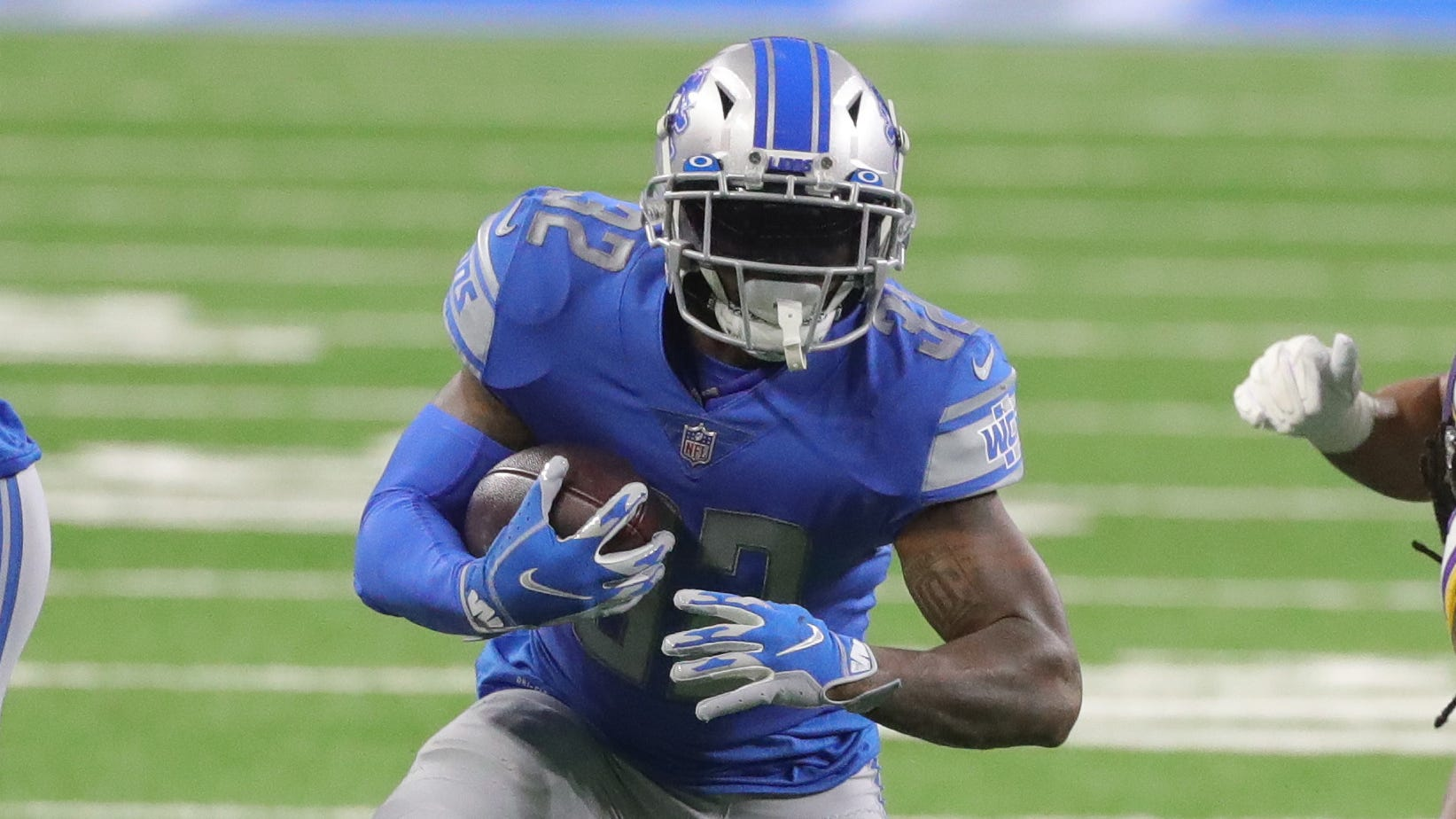 Lions running back D'Andre Swift runs the ball during the second half of the 37-35 loss to the Vikings at Ford Field on Sunday, January 3, 2021.