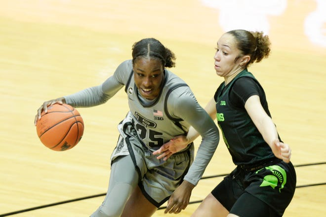 Purdue forward Tamara Farquhar (25) dribbles against Michigan State guard Alyza Winston (3) during the second quarter of an NCAA women's basketball game, Sunday, Jan. 3, 2021 at Mackey Arena in West Lafayette.