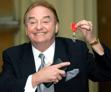 """<a href=""""http://www.gerryandthepacemakers.co.uk/2019/04/newsletter-127-thanks-gerry/"""" rel=""""noopener"""" target=""""_blank"""">Gerry Marsden</a>, the British singer who was instrumental in turning the song &quot;You'll Never Walk Alone&quot; from the Rodgers and Hammerstein musical &quot;Carousel&quot; into one of the great anthems in the world of football, died at the age of 78.<br /> <br /> After speaking to Marsden's family, his friend Pete Price announced in an&nbsp;<a href=""""https://www.instagram.com/p/CJlvc8Vs6Wk/"""">Instagram</a>&nbsp;post on Jan. 3 that the Gerry and the Pacemakers frontman&nbsp;died after a short illness related to a heart infection."""