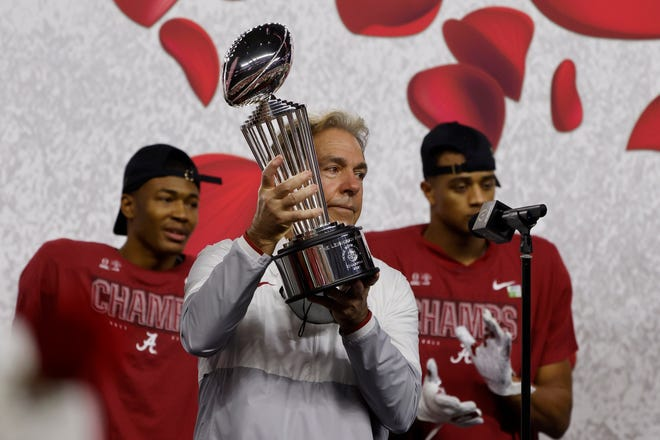 Alabama coach Nick Saban holds up the trophy after the 31-14 win over Notre Dame in the Rose Bowl on Friday.
