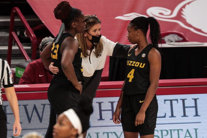 Missouri guard Aijha Blackwell (33), head coach Robin Pingeton and guard Mama Dembele (4) huddle during a game against Arkansas on Jan. 4 at Bud Walton Arena in Fayetteville, Ark.