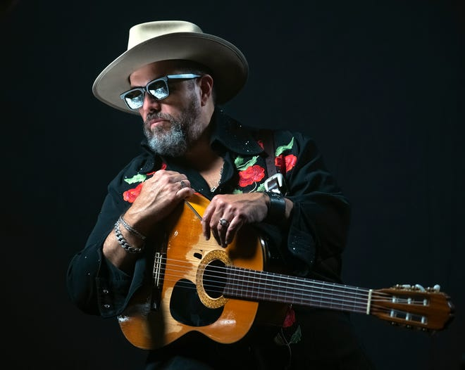 Raul Malo plays his first show of the new year Saturday at the St. Augustine Amphitheatre.