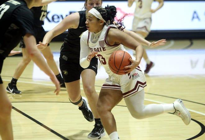 Keelah Dixon (13) scored a career-high 30 points Dec. 31 in Colgate women's basketball season opener win against Army.