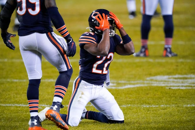 Chicago Bears' Kindle Vildor reacts after missing an interception during the second half against the Green Bay Packers on Sunday in Chicago. [NAM Y. HUH/THE ASSOCIATED PRESS]
