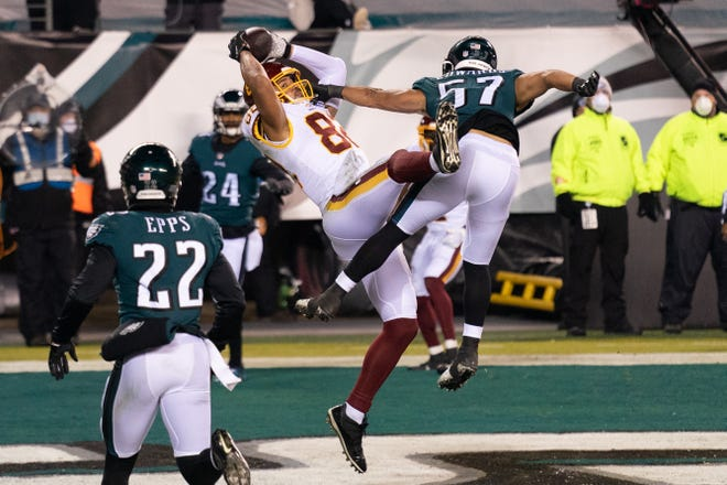 Washington tight end Logan Thomas hauls in a touchdown pass beyond the reach of Eagles linebacker T.J. Edwards during the second quarter.
