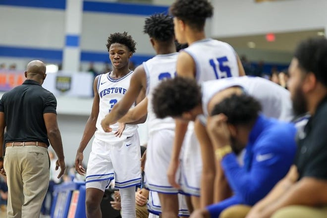 Coming off a 30-0 campaign, D'Marco Dunn (3) and the Westover boys' basketball team headline the 910Preps boys' basketball power rankings to start the 2021 season.