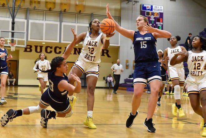 Veteran forward Ashara Hayes (22) helped the Jack Britt girls' basketball team sweep the Sandhills 4-A Conference titles last season. The Bucs won a program-record 24 games.