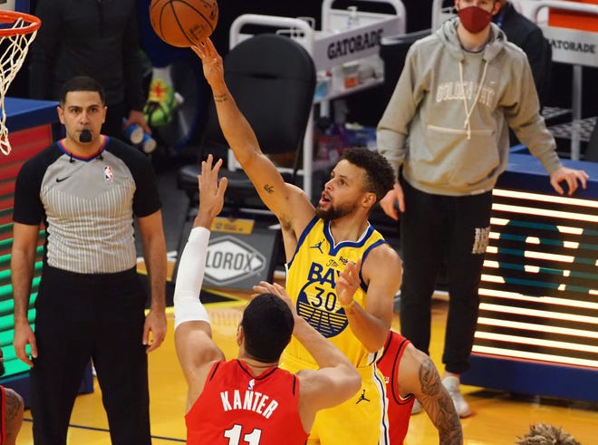 Golden State Warriors guard Stephen Curry (30) shoots the ball above Portland Trail Blazers center Enes Kanter (11) during the first quarter at Chase Center.
