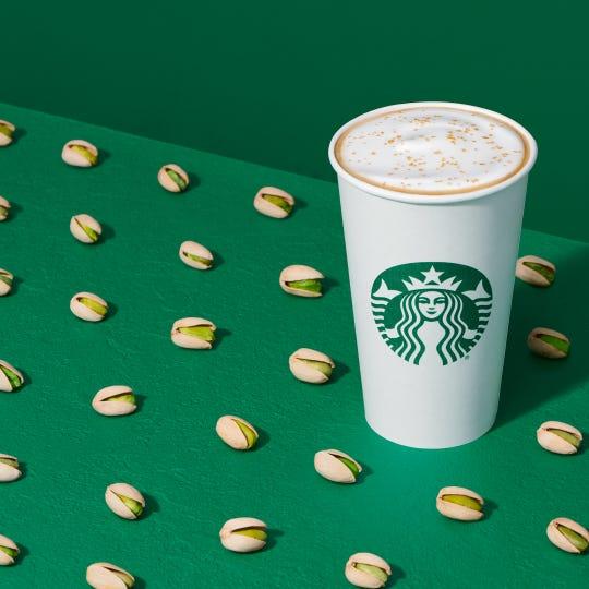 Starbucks tiene un nuevo Pistachio Latte como parte de su menú de invierno.