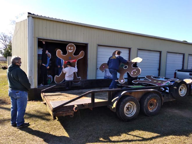 Smithville's gingerbread men were put to bed Saturday as the chamber of commerce welcomes a new year.