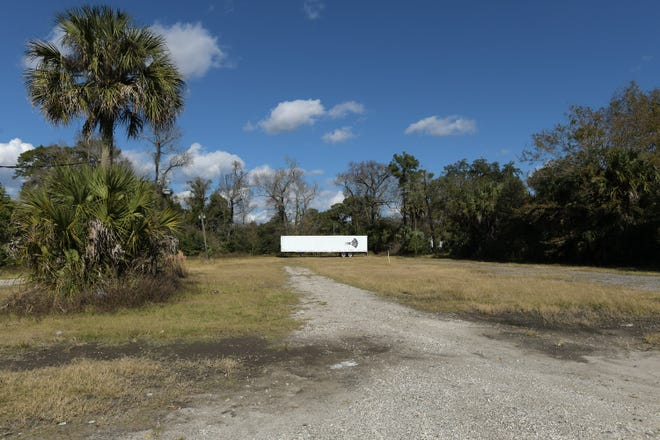 Sun-Ray Cinema has plans for movie showings at a new permanent drive-in theater on property behind the Metro entertainment complex at 859-869 Willow Branch Ave. on the edge of Jacksonville's Riverside neighborhood.