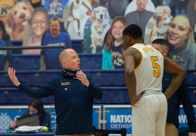 Kent State head coach Rob Senderoff speaks with star senior forward Danny Pippen during Tuesday's game against Toledo at the M.A.C. Center.