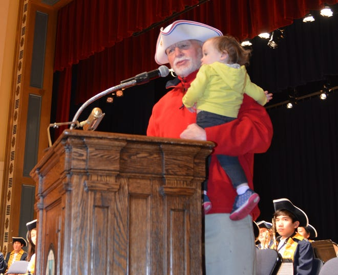 Hank Manz accepts the White Tricorn Hat in 2018 with his granddaughter, Hallie.