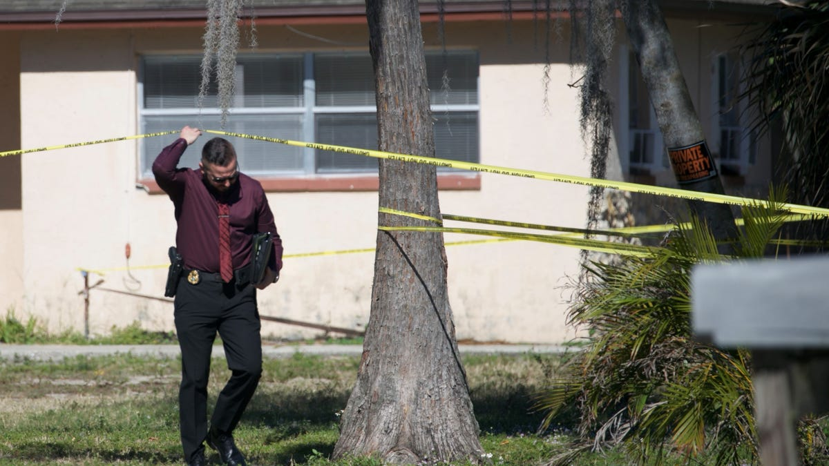 Lee County Sheriff's detectives probe Pine Manor homicide; first of 2021 1