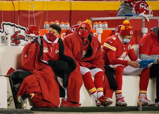 With the No. 1 seed in the AFC and a first-round bye already secured, coach Andy Reid decided to treat the Chiefs' regular-season finale Sunday like a preseason game.