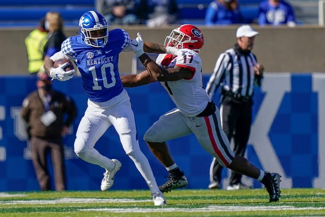 Georgia linebacker Nakobe Dean (17) tackled Kentucky running back Asim Rose Jr. (10) during the second half of an NCAA college football game, Oct. 31, 2020, in Lexington, Ky. (AP Photo/Bryan Woolston)