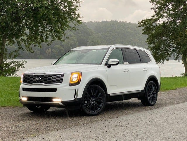 The 2020 Kia Telluride's upright, aluminum mesh grille, flanked by bright LED daytime lights and fog lights, combines to make the front fascia super appealing.