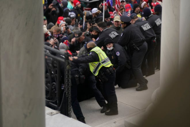 dc insurrection police to stop them