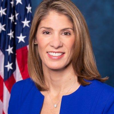 Portuguese-American Congresswoman Lori Trahan has tested positive for COVID-19.