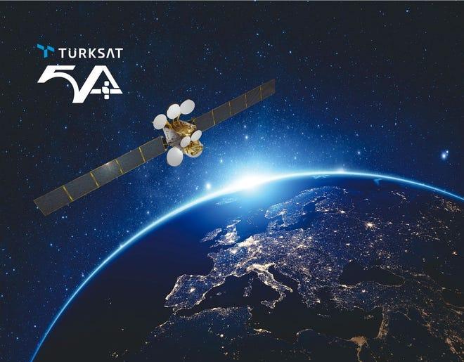 地球軌道上のTurksat5A衛星のアーティストによるレンダリング。