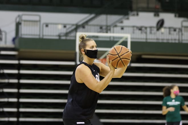 Sydney Levy made her debut for the University of Wisconsin-Green Bay women's basketball team last week, helping the Phoenix go 2-0 at Oakland.