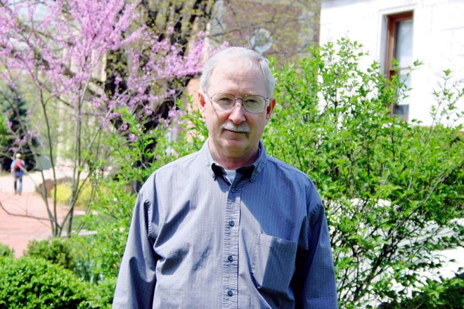 Dr. Mike Mickelson is anemeritus professor of physics and astronomy atDenison University.