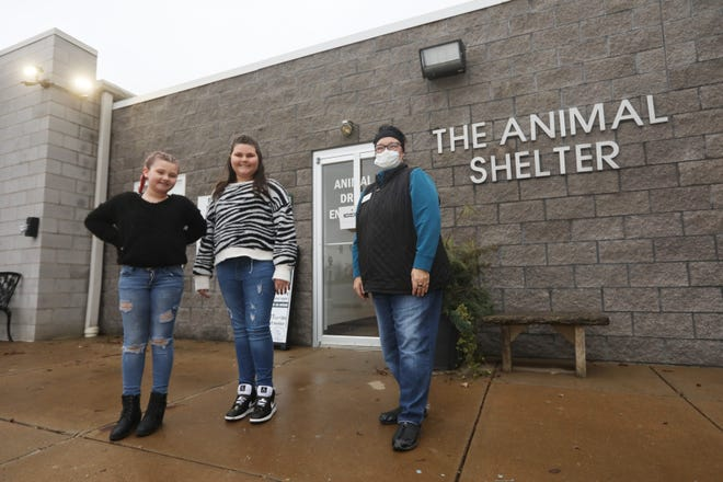 Sisters Jeallousee Cornell, 12, and Jearah, 9, left, are raising funds to buy toys for animals at the Muskingum Animal Shelter Society in Zanesville. They are shown with shelter board member April Cohagen-Gibson.