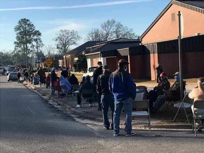 Hundreds of people showed up at Chipley High School Wednesday morning to wait in line to receive the COVID-19 vaccine.