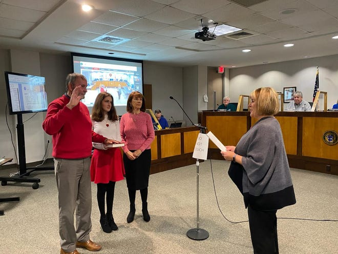 NC Rep. Larry Potts (left) takes the oath of office Thursday morning at the Davidson County Governmental Center in the commissioner's meeting room. Commissioners Clerk Debbie Harris (right) administers the oath as Potts' grandaughter, Kayla Potts, and his wife, Carolyn Potts, stand with him.