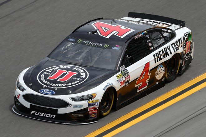 Kevin Harvick drives during practice for the Monster Energy NASCAR Cup Series 59th Annual Daytona 500 at Daytona International Speedway on February 18, 2017 in Daytona Beach, Florida. [Photo by Chris Graythen/Getty Images]