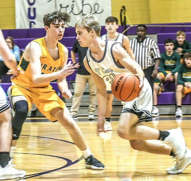 Florien's Kaleb Carver (right) drives into the lane against Hicks' Hayden Doyle during the Blackcats' win over the Pirates on Tuesday. Carver had 29 points in the game.