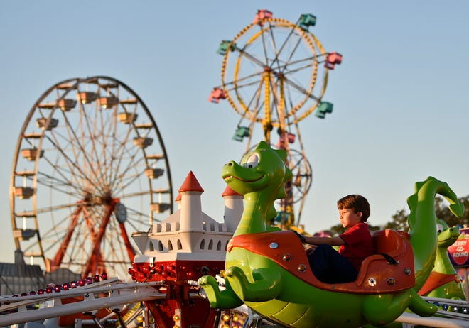 Manatee County Fair features rides, food vendors and shows at the fairgrounds in Palmetto through Jan. 24.