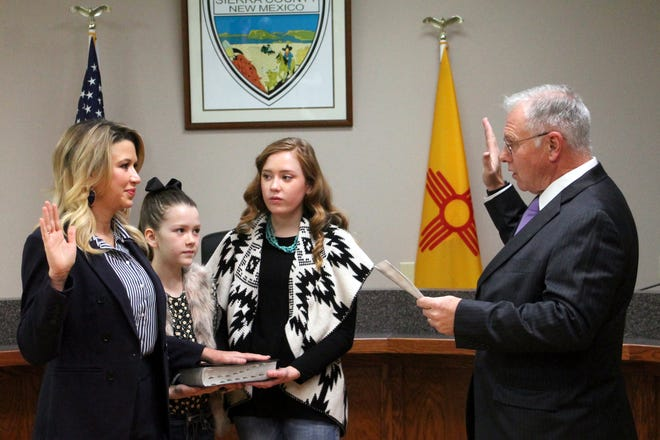 Sierra County Magistrate Judge, Honorable Alan Brown, administered the oath of office to newly elected New Mexico State Senator Crystal R. Diamond (R). Diamond represents Senate District 35 which includes Hidalgo, Luna, Sierra, and parts of Dona Ana County. The 60-day legislative session begins January 19, 2021 in Santa Fe at which time committee assignments will be announced. Diamond is pictured with her daughters Reece and Cayden.