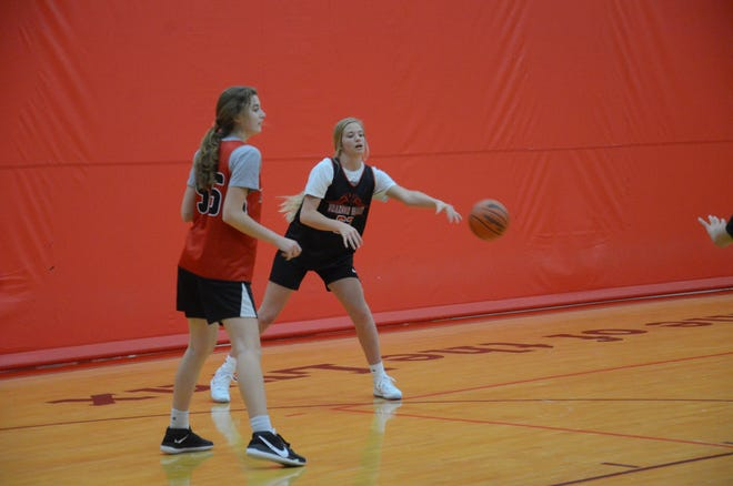 Sidney Thue (left) guards Hilary Behrens at a Brandon Valley practice on Wednesday, Jan. 6, 2020.