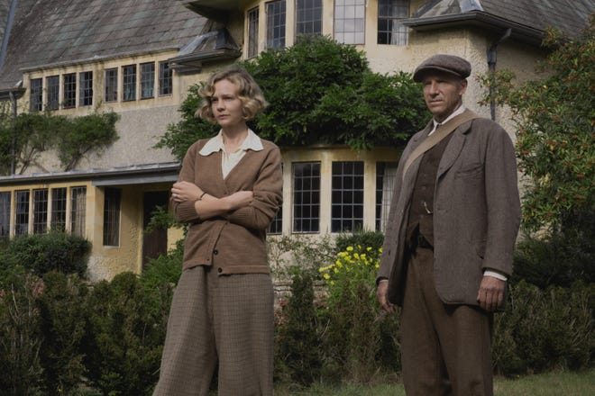 """On the eve of World War II, a wealthy widow (Carey Mulligan) hires an amateur archaeologist (Ralph Fiennes) to excavate the burial mounds on her estate and they discover something historic in Netflix's """"The Dig."""""""