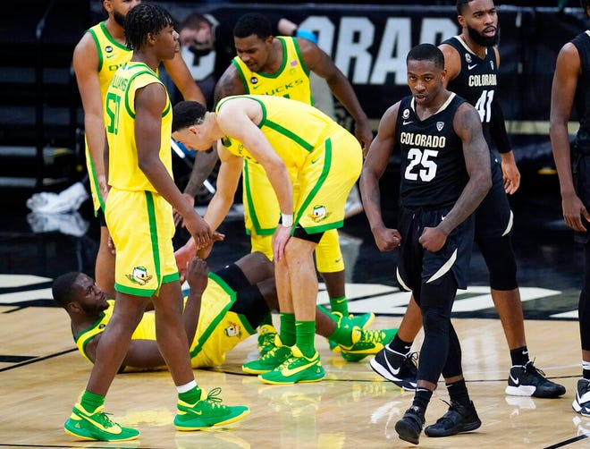 No. 17 Oregon got knocked down by Colorado and guard McKinley Wright IV (25) on Thursday but the Ducks have a quick turnaround with a game at Utah on Saturday night. (AP Photo/David Zalubowski)