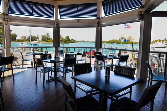 El restaurante Waterfront Venice The Cross Nest ofrece una muestra de ostras calientes para comidas originales.