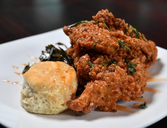 El restaurante Made en el centro de Sarasota destaca su pollo frito doble para comidas originales.