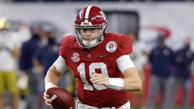 Alabama quarterback Mac Jones (10) carries the ball against Notre Dame during the Rose Bowl.