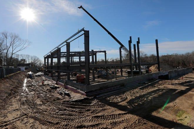Steel work continues at the new Alma del Mar school site.